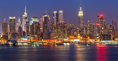 Manhattan at night © sborisov - Fotolia.com